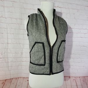 Pomelo black and white zip up puffs vest